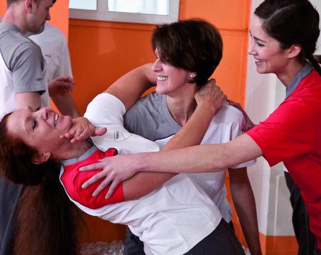 Frauen bei der Selbstverteidigung mit WingTsun